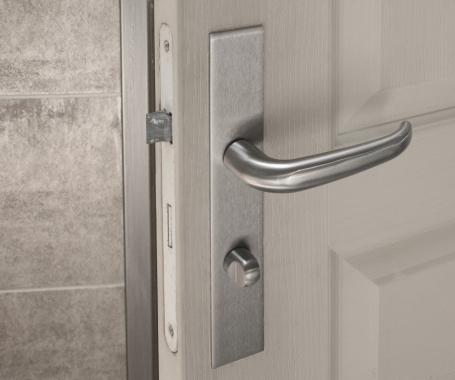 poign e de porte velox fix en inox sur plaque carr. Black Bedroom Furniture Sets. Home Design Ideas