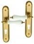 Poignée de porte d'entrée en zamak doré patiné et porcelaine blanche sur plaque Clé I, CARLA